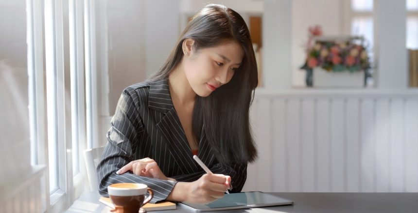 woman-tablet-pen